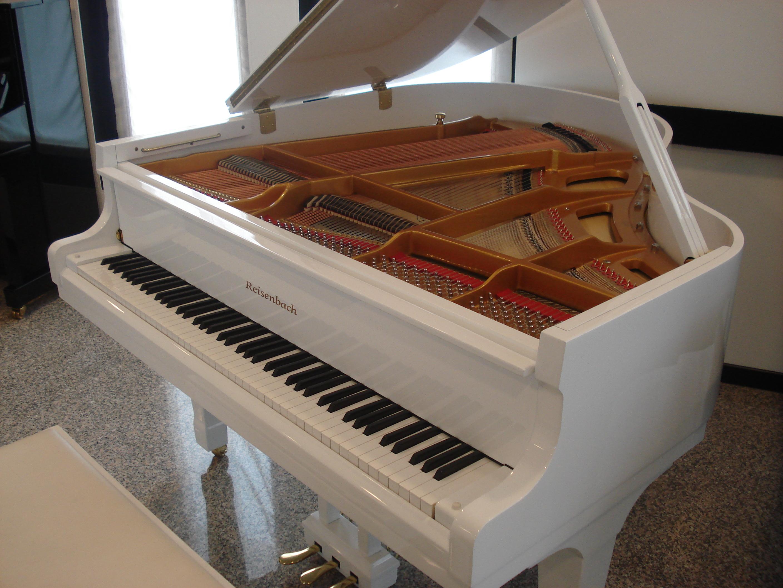 """NOLEGGIO PIANOFORTI BIANCHI- NOLEGGIO PIANOFORTI VERTICALI BIANCHI X ALLIEVI TREVISO- NOLEGGIO PIANOFORTI A CODA BIANCHI PER HOTEL VENEZIA-TREVISO-JESOLO-CAORLE-BIBIONE-LIGNANO- NOLEGGIO PIANOFORTI X STUDENTI TREVISO-UDINE- NOLEGGIO PIANOFORTI X SCUOLE DI MUSICA DA """"LONGATO PIANOFORTI""""- www.longatopianoforti.it – NOLEGGIO PIANOFORTI A CODA PER HOTEL- NOLEGGIO PIANOFORTI VERTICALI E DIGITALI X STUDENTI."""