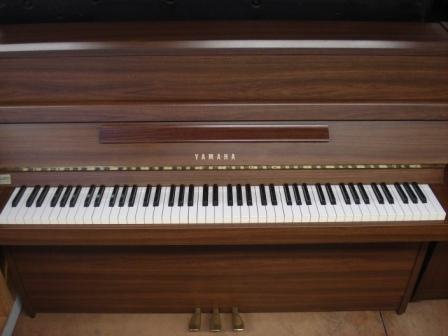 YAMAHA 109- PIANOFORTE VERTICALE