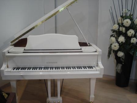 PIANOFORTE BIANCO A CODA - NUOVO!!! PIANOFORTI VENEZIA-TREVISO-VICENZA-PADOVA-VERONA..