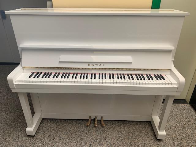 Pianoforte bianco Kawai- Pianoforte verticale bianco laccato